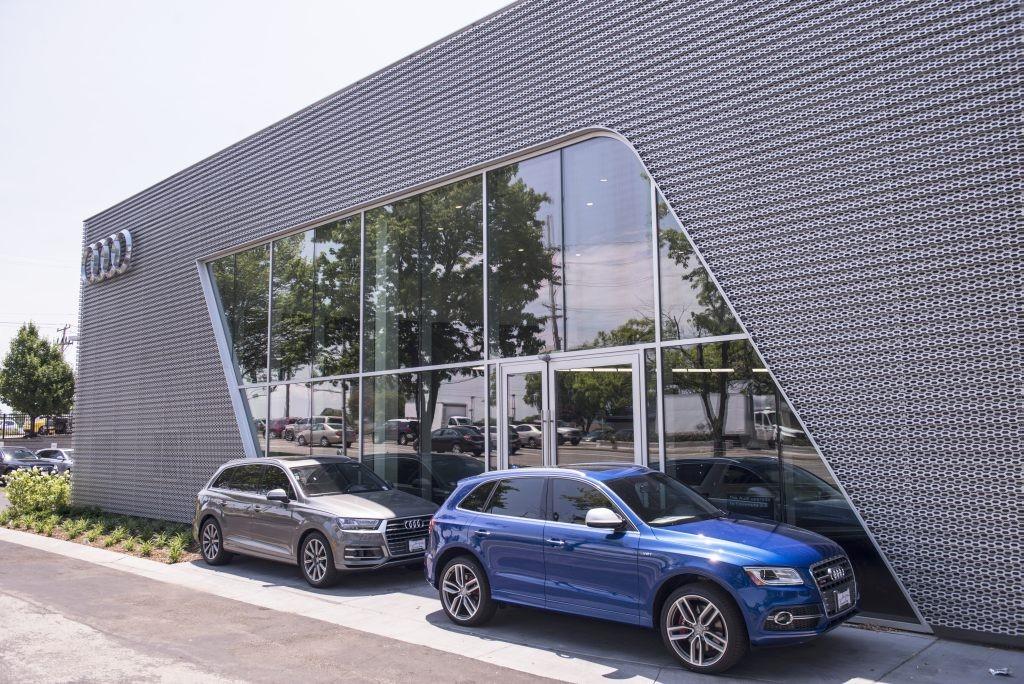 Retail St Charles Glass Glazing - Plaza audi